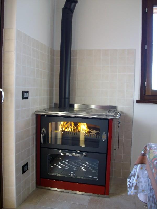 Deltafuoco di venica mauro spolerts caminetti termocaminetti cucine in muratura cucine e - Cucina a legna prezzi ...